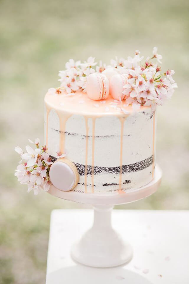 Bánh cưới 1 tầng đơn giản bằng các bánh macaron